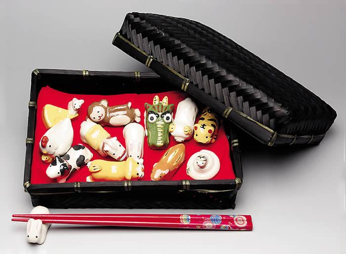 楽入窯製  十二支揃え 箸置きセット 竹籠入